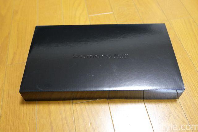 kingjim pomera DM100パッケージ。シンプルなブラックの箱です。