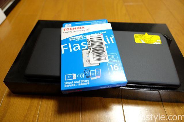 東芝のFlash Air。SDメモリにWifi機能がついているので、データを飛ばせます。