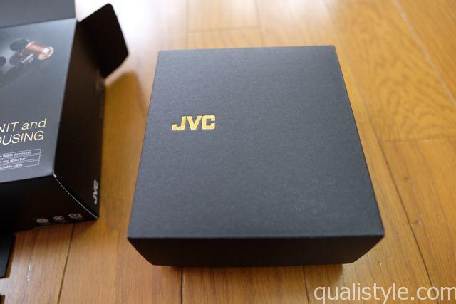 空けるとブラックにJVCの金文字の箱がまた出てきます。